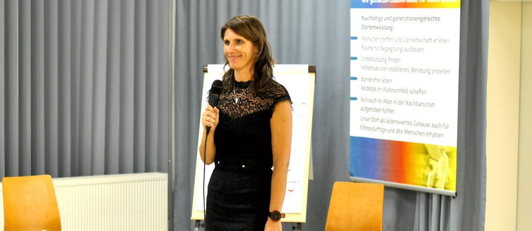 Karla Sachse-Domsche leitet durch den Abend
